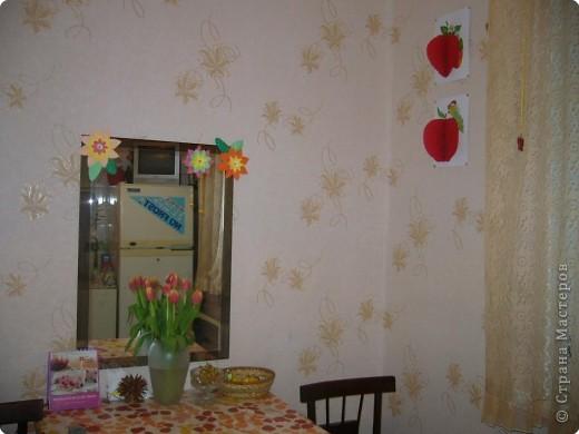 решили разукрасить с дочами кухню.. сделали цветы на зеркало, из объемной апликации викторинку и яблочко.... фото 1