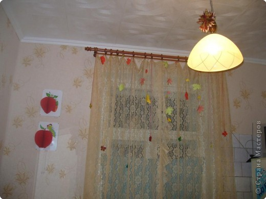 решили разукрасить с дочами кухню.. сделали цветы на зеркало, из объемной апликации викторинку и яблочко.... фото 2