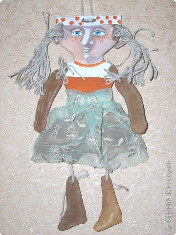 Печальная девочка из соленого теста