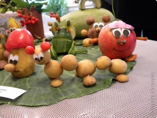 25 августа 2009года в библиотеке проводилась традиционная выставка плодов и цветов. Меня привлекла своей простотой и очаровательностью работа Сидоровой Т.В. фото 7