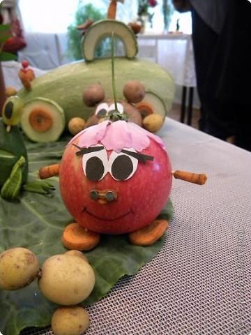 25 августа 2009года в библиотеке проводилась традиционная выставка плодов и цветов. Меня привлекла своей простотой и очаровательностью работа Сидоровой Т.В. фото 6