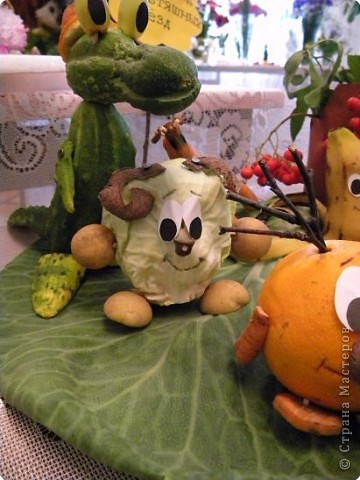 25 августа 2009года в библиотеке проводилась традиционная выставка плодов и цветов. Меня привлекла своей простотой и очаровательностью работа Сидоровой Т.В. фото 2