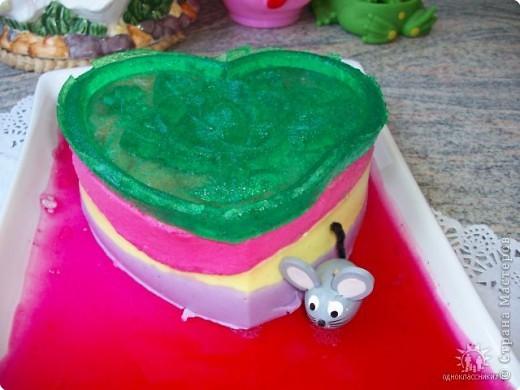 Творог, сметана,сахар.,желатин и пищевые красители всё на вкус, хорошо перемешать выложить в формочку, поставить в холодильник на 3-4 часа. фото 3