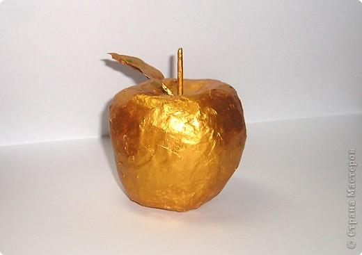 Золотое яблочко (выполнено на кружке по рисованию под руководством Лепадату Игоря Михайловича)