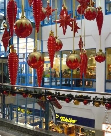 В торговых центрах устанавливают уже огромные ёлки фото 3