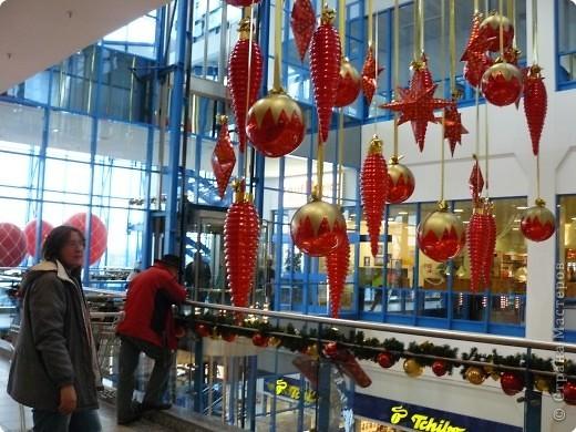 В торговых центрах устанавливают уже огромные ёлки фото 2