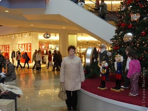 В торговых центрах устанавливают уже огромные ёлки фото 10