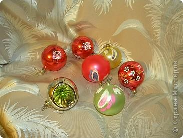 Мой любимый праздник- новый год.  Из елочных игрушек всегда больше других любила  шары. Именно этим более 20 лет. Мне их дарили на 1 курсе института. фото 1