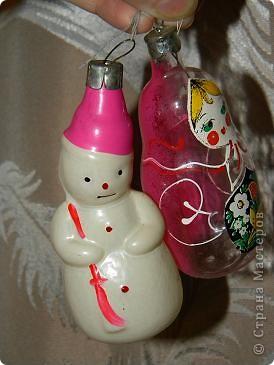 Мой любимый праздник- новый год.  Из елочных игрушек всегда больше других любила  шары. Именно этим более 20 лет. Мне их дарили на 1 курсе института. фото 16