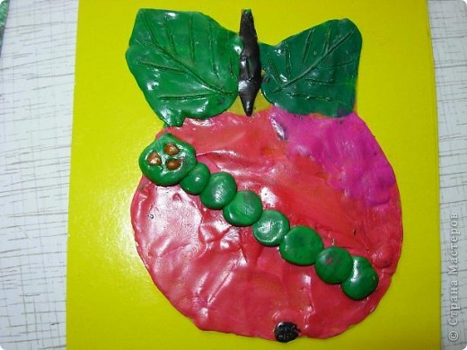 Червячок в яблоке. фото 1