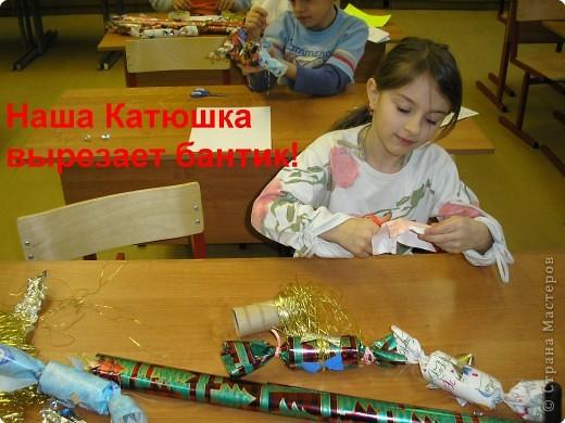 Почти 3 года назад, в 1 классе, зимой мы с детками сделали украшения для нашей новогодней ёлочки.Хочу поделиться: фото 7