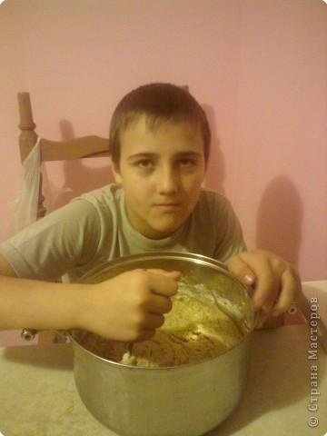 Мои дети очень любят овсяное печенье.Сегодня приготовлением печенья занимался мой средний сын- ему 11 лет. Помогал ему младший- ему 6 лет, но а я фотографировала. фото 3