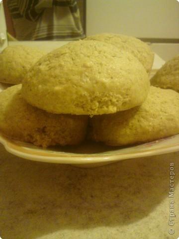 Мои дети очень любят овсяное печенье.Сегодня приготовлением печенья занимался мой средний сын- ему 11 лет. Помогал ему младший- ему 6 лет, но а я фотографировала.
