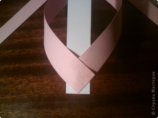 Звезда получается объёмной. В моём вареанте с одной стороны белая, с другой стороны  розовая. фото 8