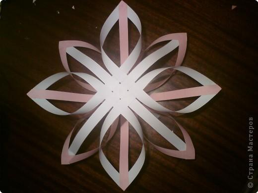 Звезда получается объёмной. В моём вареанте с одной стороны белая, с другой стороны  розовая.
