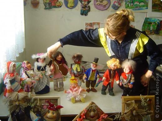 Это наши куклы на проволочном каркасе, головы вылеплены из рваного-папье-маше фото 1