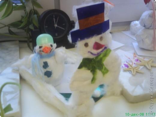 Новый год - праздник подарков! Формы и размеры новогодних поделок могут варьироваться!!! Ёлочка и две конфетки сделали сами ребята. фото 3