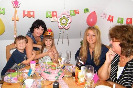 Викуся и торт. Первый раз работала с мастикой и марципаном, поэтому девочка на торте, конечно, не так уж, но дочке торт очень понравился  фото 5