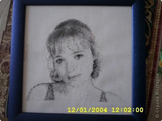 девочки посмртрите. это портрет моей дочери делала к ее дню рождения. Правда фото не очень хорошее.