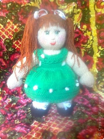 Вязание спицами: Кукла в подарок фото 1