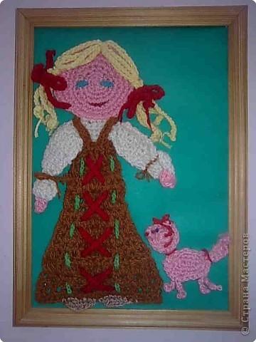 Это Дуняша с розовой кошкой. Вязала крючком Колосова Аня в 12 лет. фото 1
