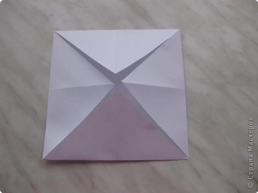 Нужно взять лис бумаги квадратной формы.В дужках я буду писать сказку (жил бедный селянин, был у него большой участок земли) фото 4