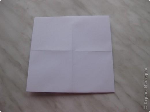 Нужно взять лис бумаги квадратной формы.В дужках я буду писать сказку (жил бедный селянин, был у него большой участок земли) фото 5