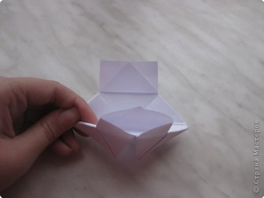 Нужно взять лис бумаги квадратной формы.В дужках я буду писать сказку (жил бедный селянин, был у него большой участок земли) фото 13
