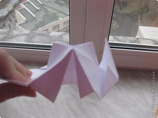 Нужно взять лис бумаги квадратной формы.В дужках я буду писать сказку (жил бедный селянин, был у него большой участок земли) фото 16