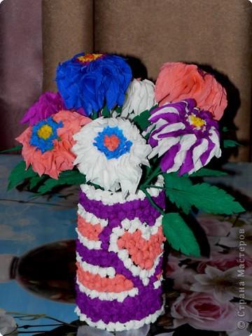 В детстве я часто любовалась цветами из гофрированной бумаги, которые стояли на комоде у моей бабушки. АХ! как хотелось сделать что-то похожее.  фото 1