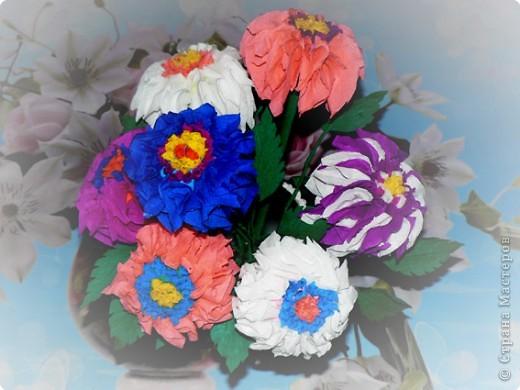 В детстве я часто любовалась цветами из гофрированной бумаги, которые стояли на комоде у моей бабушки. АХ! как хотелось сделать что-то похожее.  фото 3