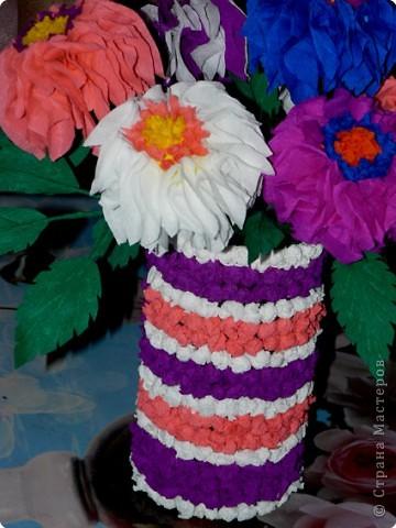 В детстве я часто любовалась цветами из гофрированной бумаги, которые стояли на комоде у моей бабушки. АХ! как хотелось сделать что-то похожее.  фото 5