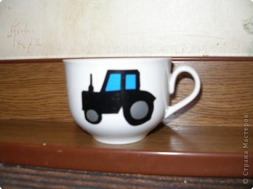 В садик попросили принести чашку. Сделала из самоклейки трактор, т.к на шкафчике у Никиты трактор, чтобы свою чашку находил с первого взгляда:) фото 1
