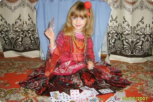 Японка. Мамин халат, пестрый шарф, жемчужные бусы, в волосах - палочки для шашлыка, веер фото 19