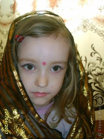 Японка. Мамин халат, пестрый шарф, жемчужные бусы, в волосах - палочки для шашлыка, веер фото 14
