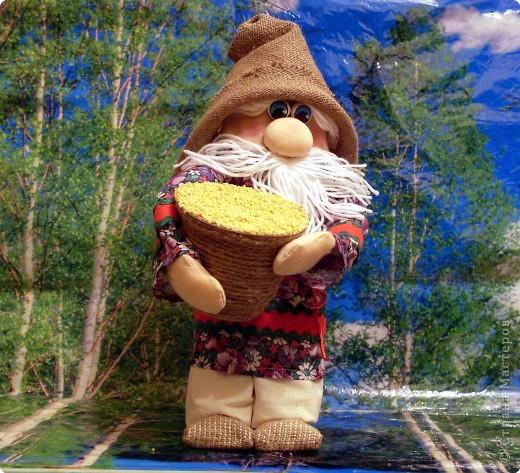 Домовенок-хлебосол. В идеале неплохо бы пшеничку, но пшенка тоже ведь была и есть на Руси не последним по ценности зерном. фото 1
