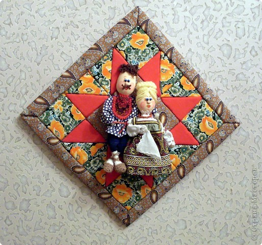 Делая куколок на пластиковой ложке, я сразу решила, что это будет панно, сюжет которого я когда-то видела в одной из книг. По-этому затылочек у кукол остался открытым. Но если делать куколку отдельно, то можно отрезать от второй ложки черпачок и приклеить  к затылку игрушки. фото 1