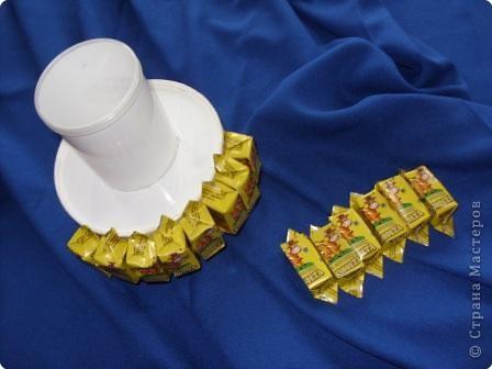 """Конфеты можно брать любые и оформлять по-разному. Вариантов - миллион. Вот несколько """"лиц"""" одно тортика фото 7"""