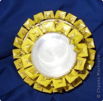 """Конфеты можно брать любые и оформлять по-разному. Вариантов - миллион. Вот несколько """"лиц"""" одно тортика фото 12"""