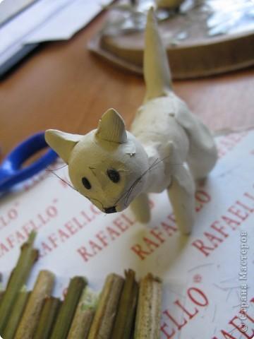 """Катюшка (моя ученица, 4 класс) решила для своего проекта по кошкам сделать поделку """"Два кота на прогулке"""", где показала внешний вид, пушистость, природу... фото 3"""