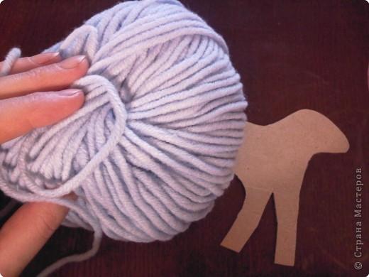 Предлагаю сделать такую овечку-подвеску к Новому году. Идея не моя. Где ее увидела - уже и не вспомнить... фото 3