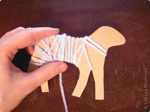 Предлагаю сделать такую овечку-подвеску к Новому году. Идея не моя. Где ее увидела - уже и не вспомнить... фото 5