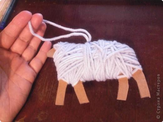 Предлагаю сделать такую овечку-подвеску к Новому году. Идея не моя. Где ее увидела - уже и не вспомнить... фото 7