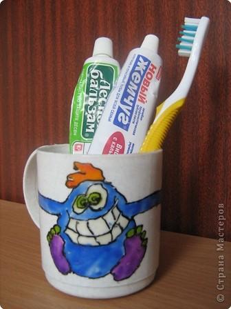 """Этот Зубатик охраняет теперь Дашину зубную щётку и пасту (Трафарет из журнала""""Весёлые идейки"""")"""