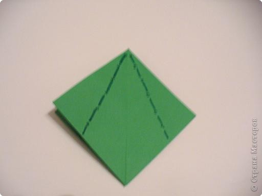 Коробочки-елочки можно использовать для упаковки нубольших подарков вытянутой формы.  фото 8