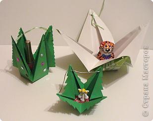 Коробочки-елочки можно использовать для упаковки нубольших подарков вытянутой формы.  фото 2