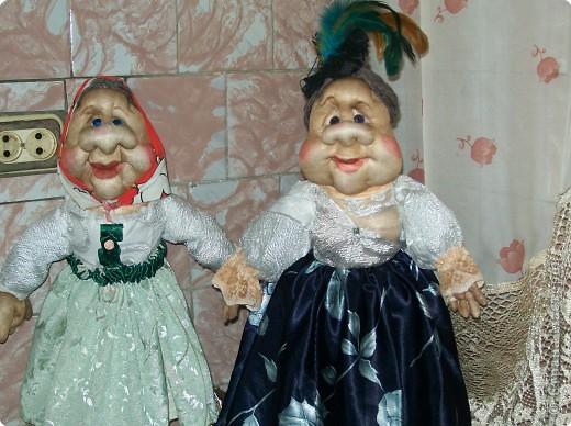 Деревенские посиделки.Вот такие куклы у меня получились .Все благодаря работам Ликмы.Спасибо ей огромное за мастер классы.Хотя до нее мне очень далеко.В качестве наполнителя  для туловища я использовала древесные мелкие опилки.С них тоже очень хорошо формировать фигуры. фото 2