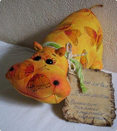 Это одна из первых работ и выкройка еще не моя))  Брала ее здесь http://troichina.blogspot.com/2008/08/blog-post_16.html фото 1
