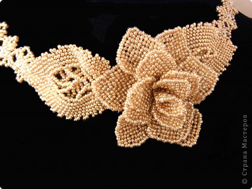 Бисероплетение: колье Золотая роза фото 1