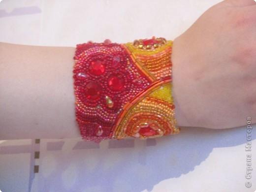 Так браслет выглядит на руке. фото 1